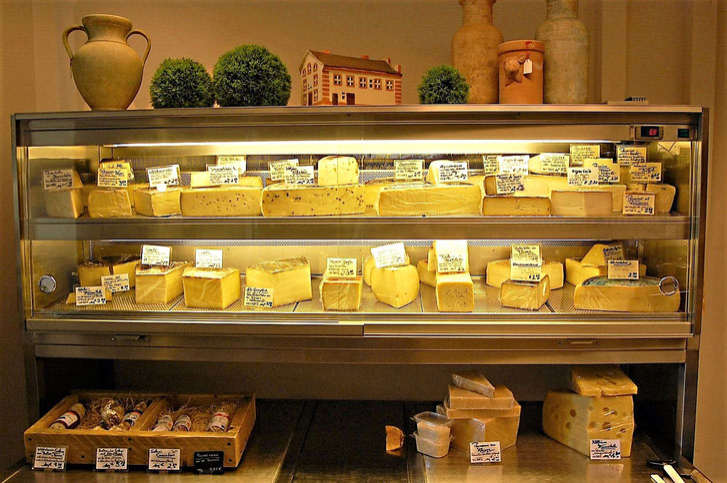 Ladengeschäft Hartkäse-Angebot Käse-Ober in Grafing