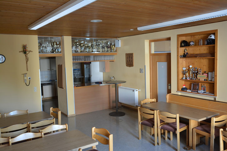 Für die Bewirtung unserer Kameraden steht eine kleine Küche mit Ausschank zur Verfügung.