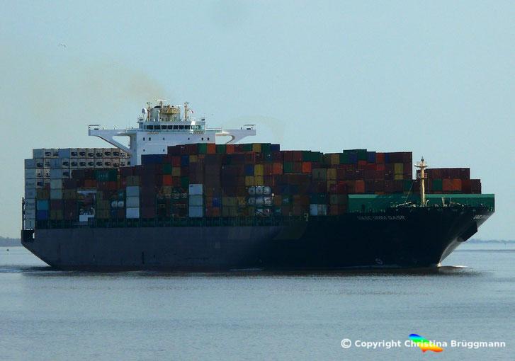 Containerschiff UASC UMM QSAR, Elbe 18.04.2018