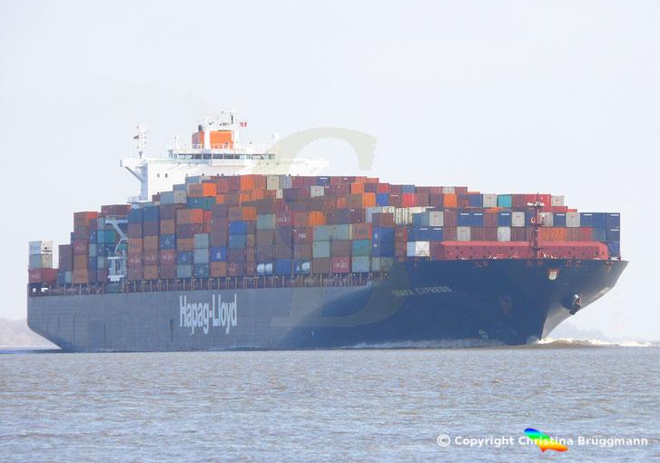 """""""OSAKA EXPRESS"""" bei Ausreise von Hamburg auf der Elbe 08.04.2014"""