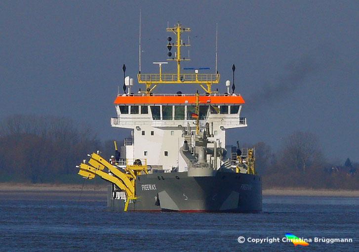 """Hopper-Bagger """"FREEWAY"""" bei Baggerarbeiten auf der Elbe 23.03.2015"""
