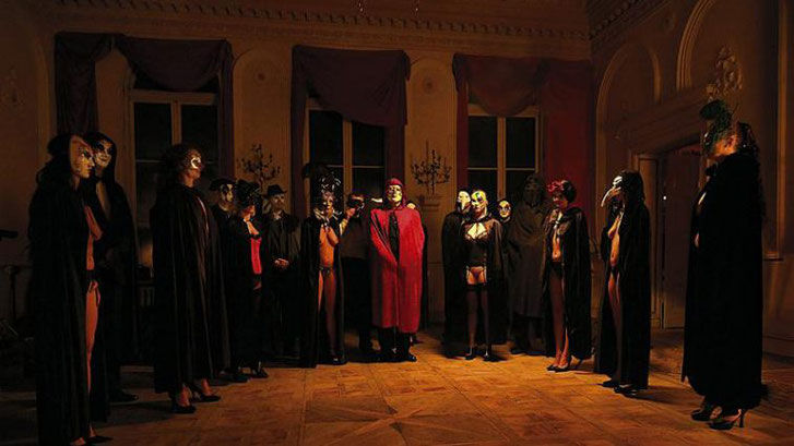 "Una scena del film ""Eyes Wide Shut"" (1999) di S. Kubrick"