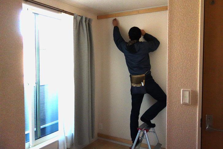 壁一面に造り付けた本棚(相模原市・S様邸)取り付け工事1