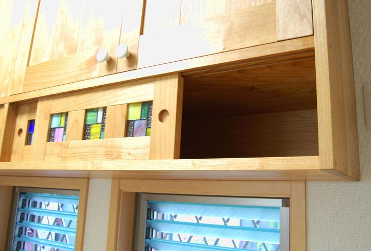 ステンドグラスが入ったキッチン壁面収納(厚木市・S様邸)ステンドグラスの引き戸