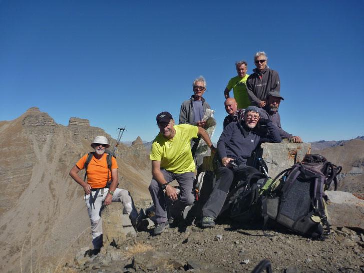 Sommet de Gialorgues (2761 m) au fond à g. Pte Côte de l'Âne et Fort Carra