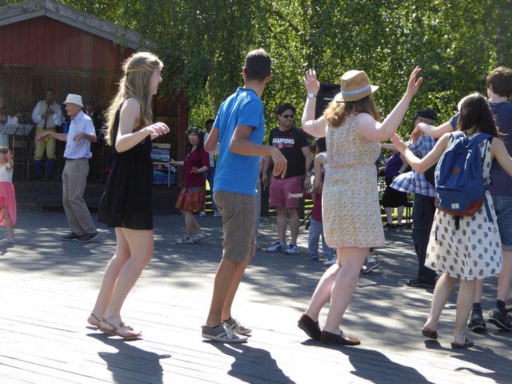 Der traditionelle Midsommar-Tanz.