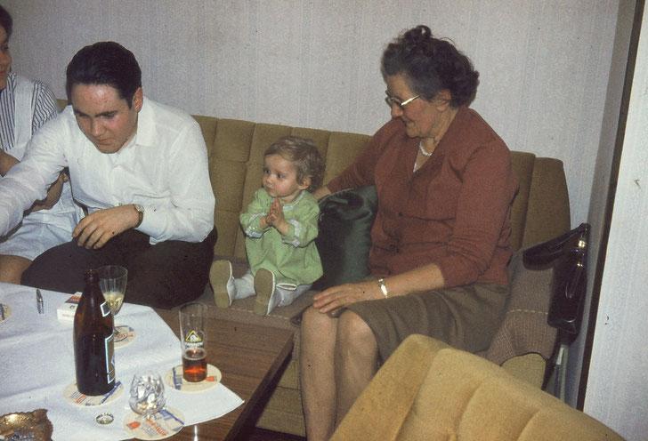 Süß, die Kleine, wa? Und Oma war stolz wie Oscar!