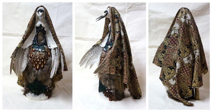 """""""Oiseau-Vierge Royal"""" / Bouteille, plâtre, plumes, taxidermie, tissus... / h.42cm / Kinder-k 2012"""