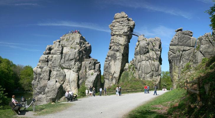 Die Externsteine (Foto: Wikipedia)