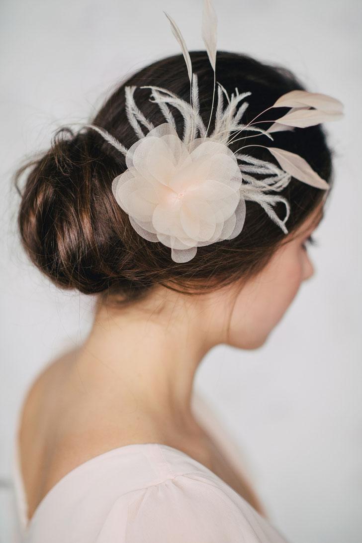 Braut Fascinator Blütengesteck in Pastell Farben für Standesamt oder Kirchliche Hochzeit 2019 Brauthaarschmuck Kopfschmuck