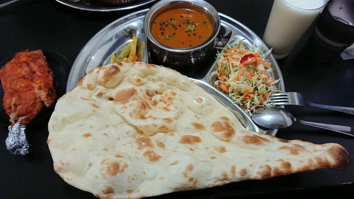 「インドネパール料理KR]チキンパーチヤカレータンドリーチキンセットの写真です。