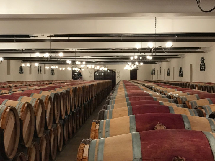 2016 Vintage barrel hall