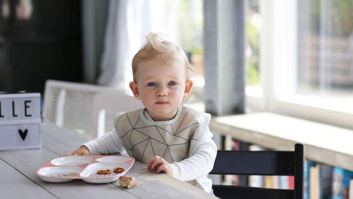 Lätzchen für Kinder und Babys im skandinavischen Design