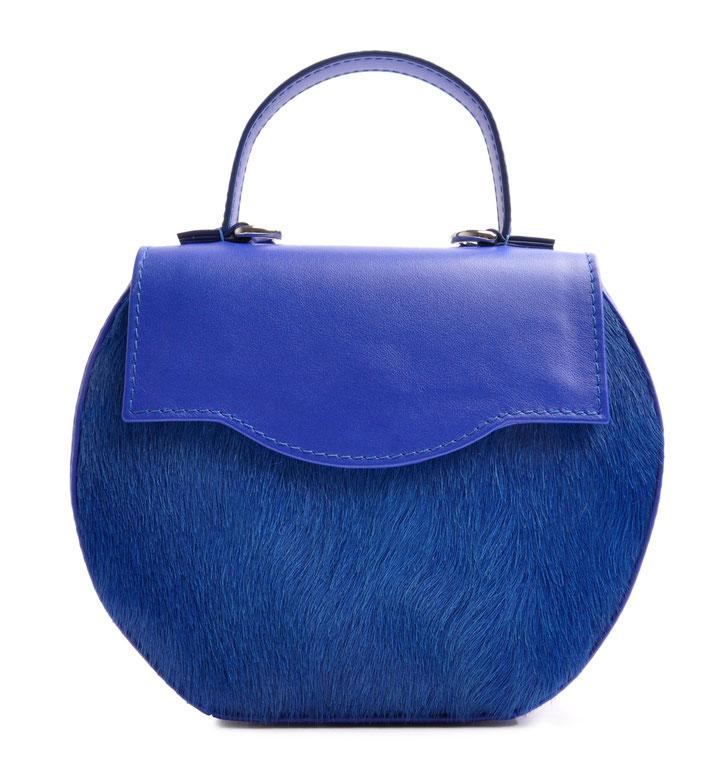 Hochwertig gefertigte Trachtentasche . Atelierarbeit OSTWAWLD Traditional Craft. Rindleder in royalblau