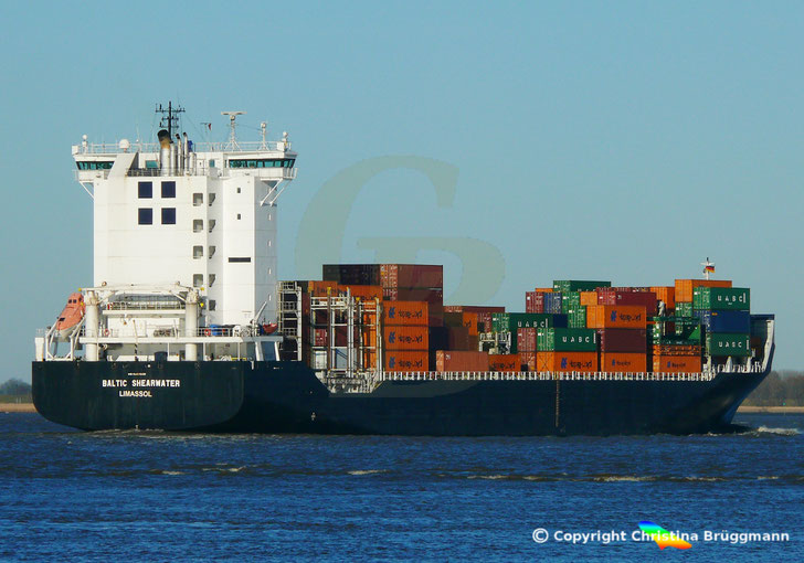 "Feeder Containerschiff ""BALTIC SHEARWATER"" Elbe 20.03.2018"
