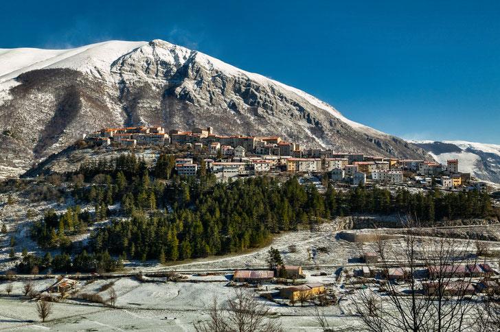 Opi, panorama. Parco Nazionale d'Abruzzo, Lazio e Molise