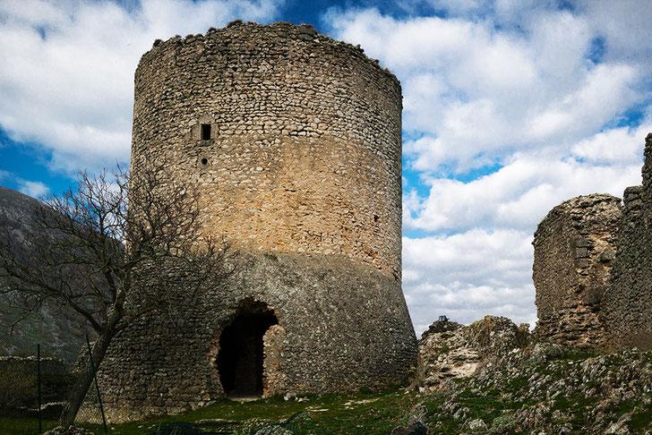 Ortona dei Marsi, la torre l'Aquila