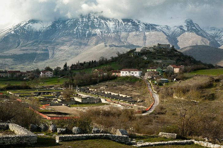 Alba Fucens, resti del castello. Abruzzo