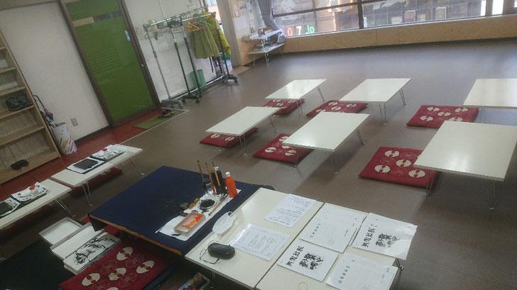 教室のテーブル配置変更しました