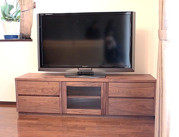 ウォルナットのシンプルテレビ台(愛川町・N様邸)
