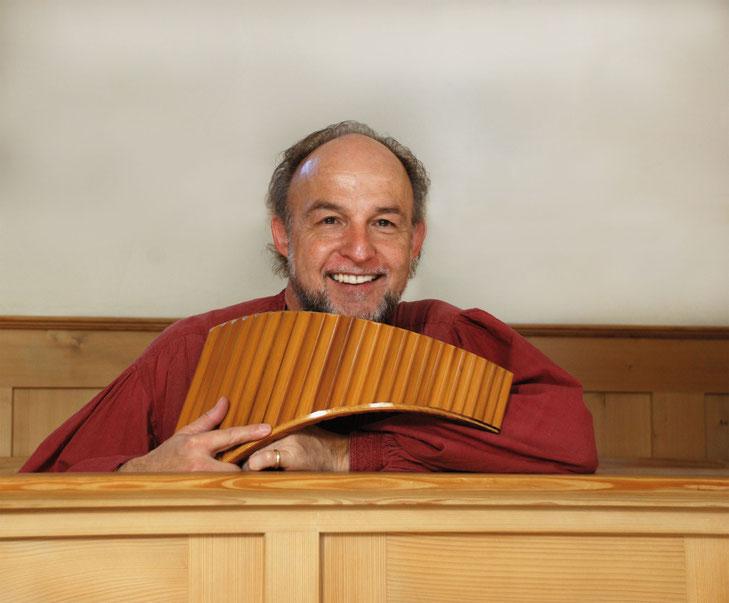 Portrait Peter Ringeisen sitzend
