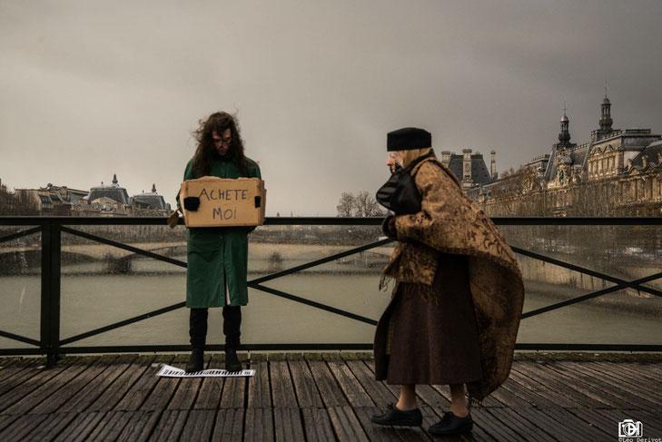 """""""Achète moi"""" Performance Gauthier Ployette Paris 2017 Léo Derivot Photographe"""