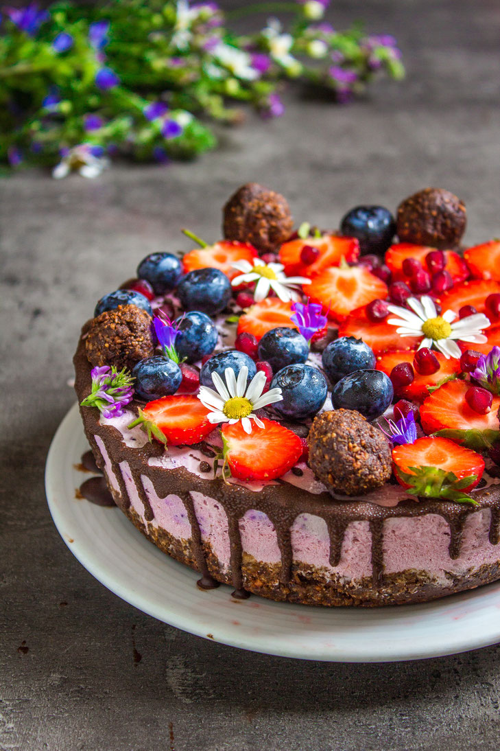 Vegan raw cheesecake