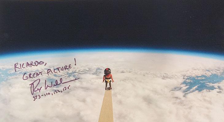 29.11.2017 5 Autographs of Rex Walheim Astronaut