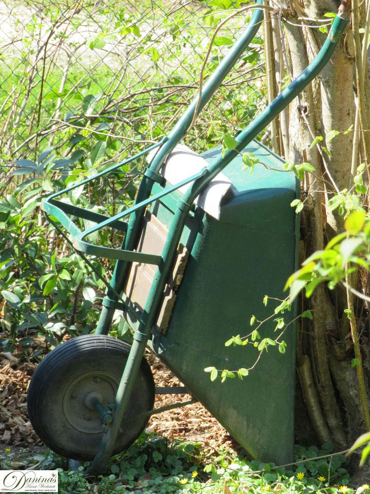 Frühling im Garten - die Arbeit kann beginnen.