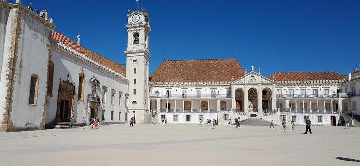 Platz vor der Universität von Coimbra