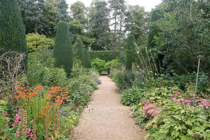 Blühende Beete in den Hidcote Manor Gardens