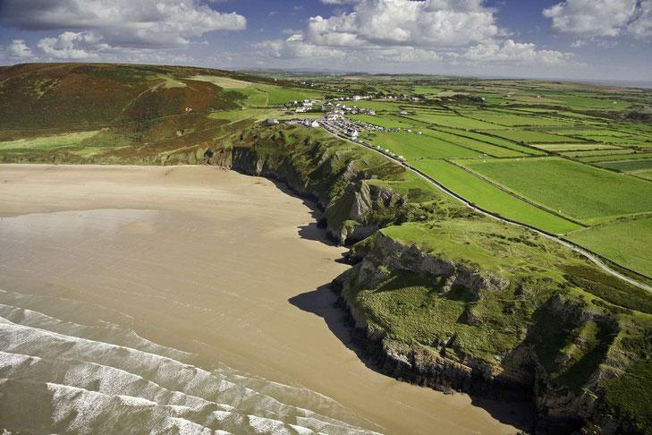 Wunderschöner Strand auf der Gower Halbinsel © Crown copyright (2019) Cymru Wales