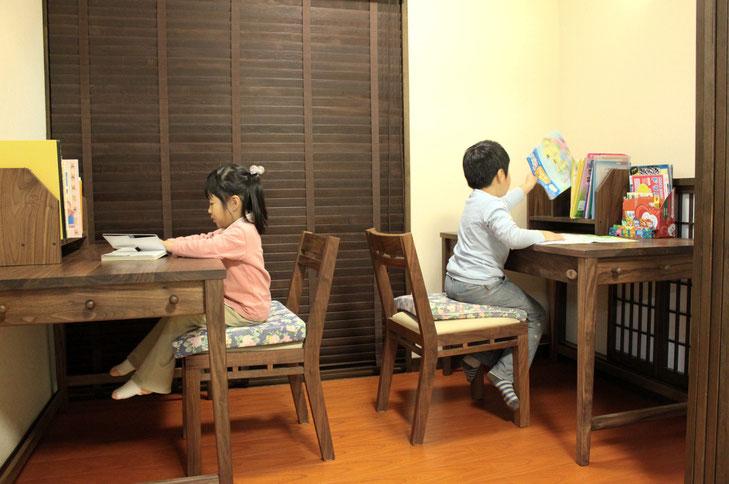 ウォールナットのシンプル学習机(桜川市・K様邸)兄妹