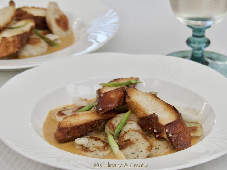 Weißwurst-Curry mit gerösteten Brezenstangen