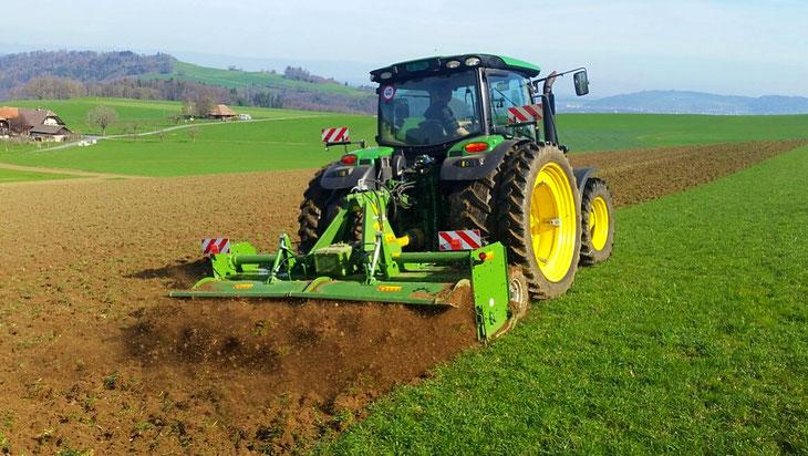 Lohnunternehmen Guggisberg Zimmerwald Celli Fräse Bodenbearbeitung LGZ