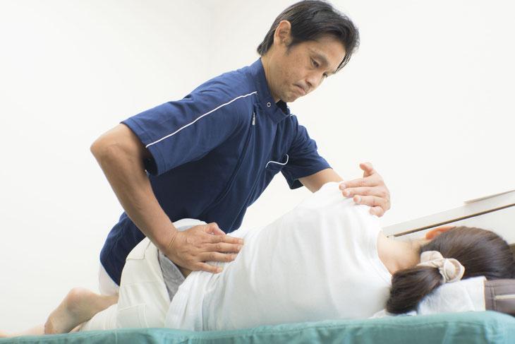 骨盤がゆがんでいる場合は、整復によって正常な状態に戻す必要があります。