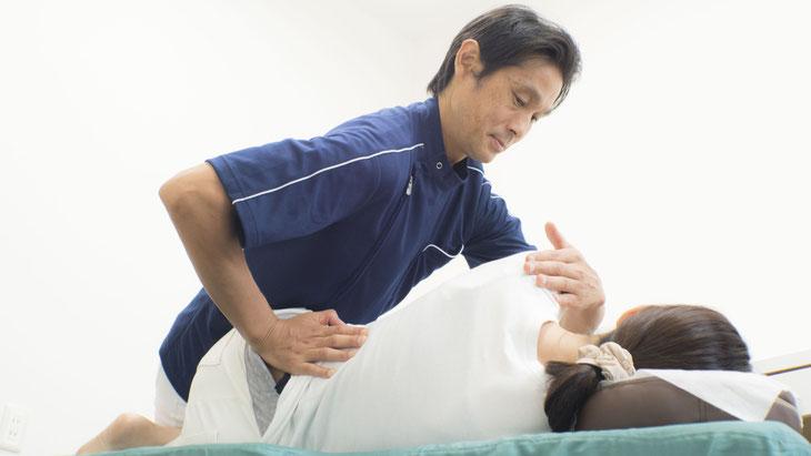 ゆがんだ骨盤を正確に整復して、元の状態に戻していきます。
