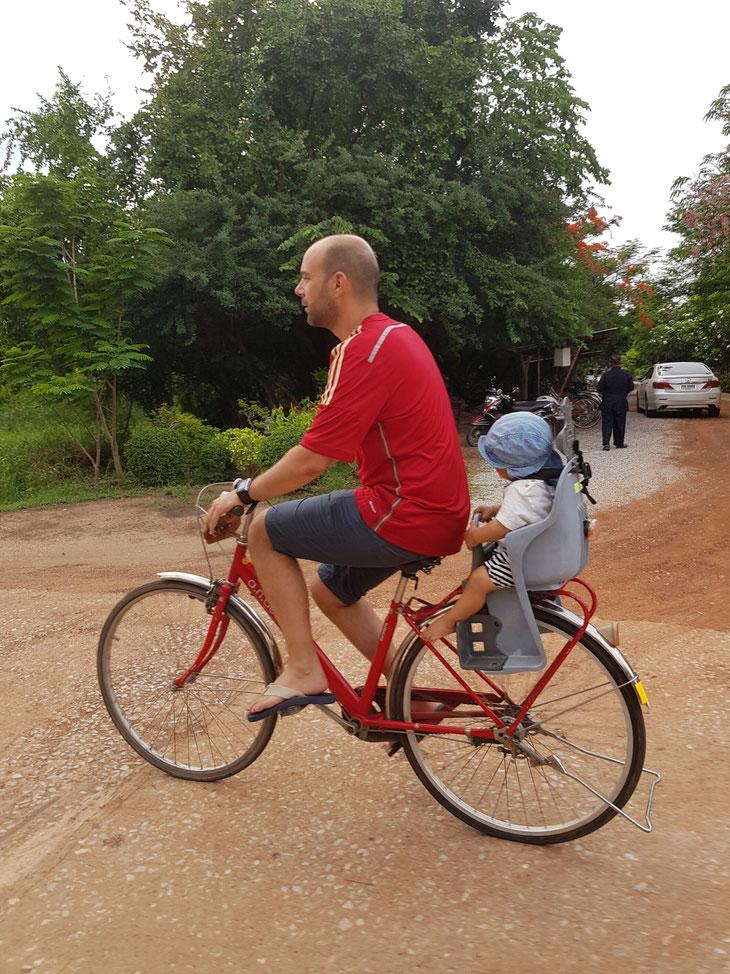 Fabio por primera vez en bicicleta