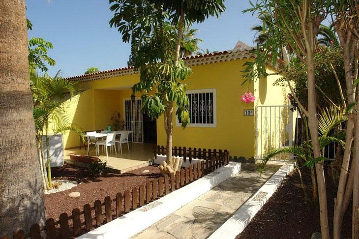Haus Eingang der Langzeit Mietwohnung in Los Cristianos im Süden von Teneriffa.
