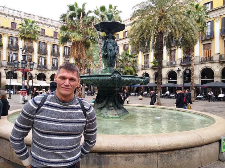 Фонтан три Грации на Королевской площади в Барселоне