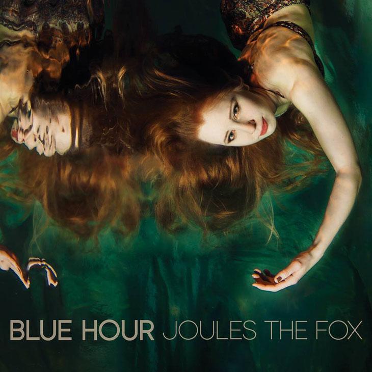 Joules hat ihre Blue Hour EP released und ich freue mich, dass ich auf zwei der Tracks Percussion spielen durfte!