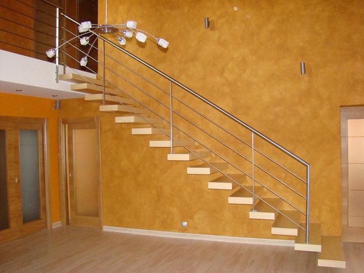 Escaleras voladas herreria del siglo 21 for Fotos de escaleras de herreria