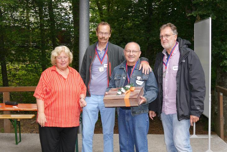 """Die Mannschaft """"Ruhige Kugel"""" mit Rainer Huff, Peter von Löbbecke, Rolf Stindl aus Tiengen und Umgebung erspielte sich den zweiten Platz."""