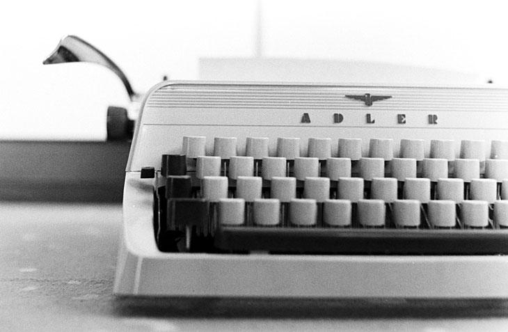 Die alten Dinge haben es mir einfach angetan... diese Vorgängerin unserer Laptops verdient es einfach analog fotografiert zu werden...