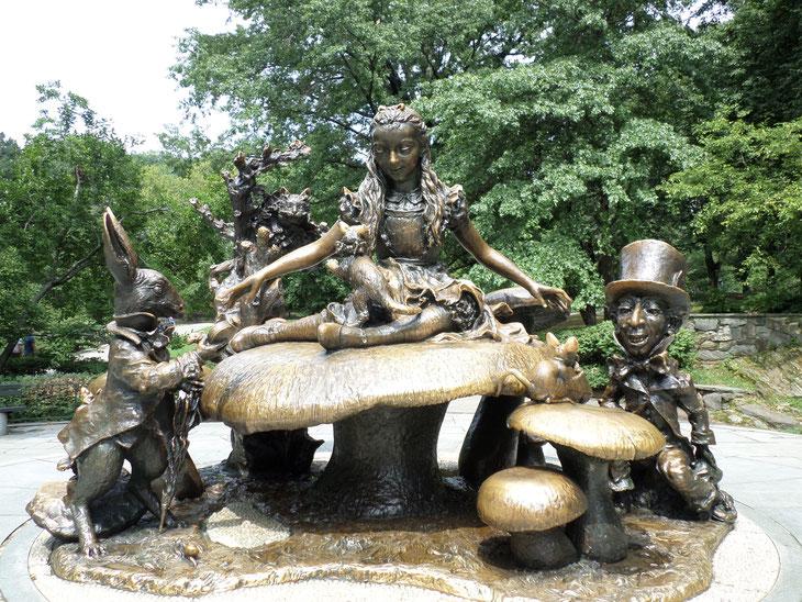 Statue d'Alice au Pays des Merveilles à central Park