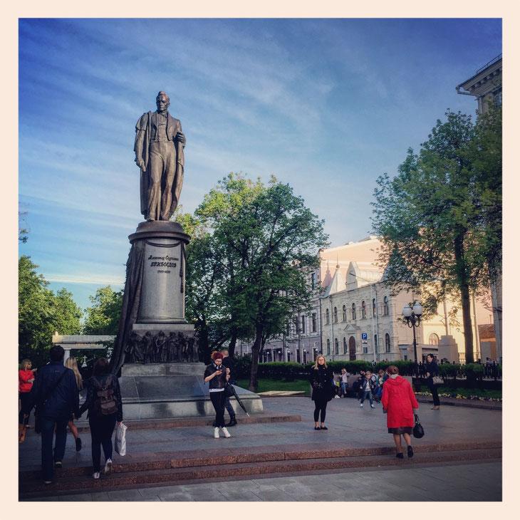 Шаг первый: Доехать до метро Чистые пруды и выйти к памятнику Грибоедову