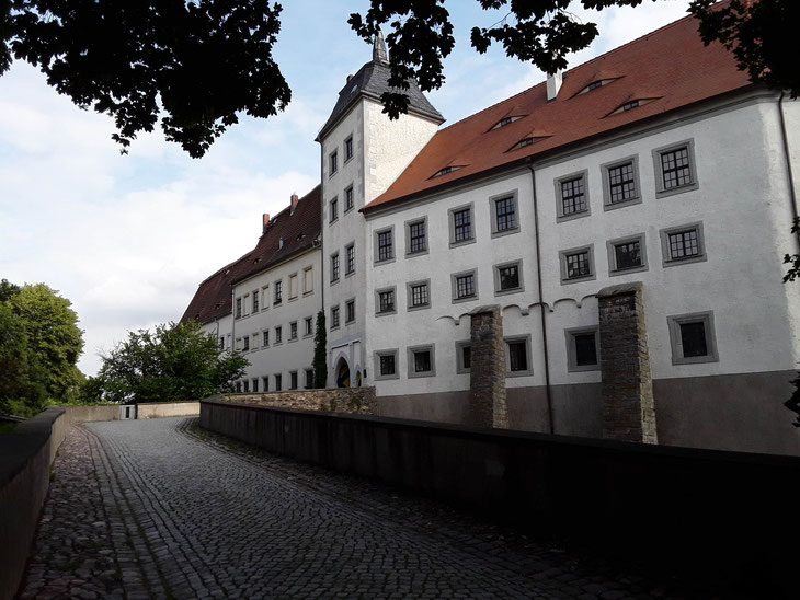 Schloss Nossen, Schlossbrücke zum Eingangstor