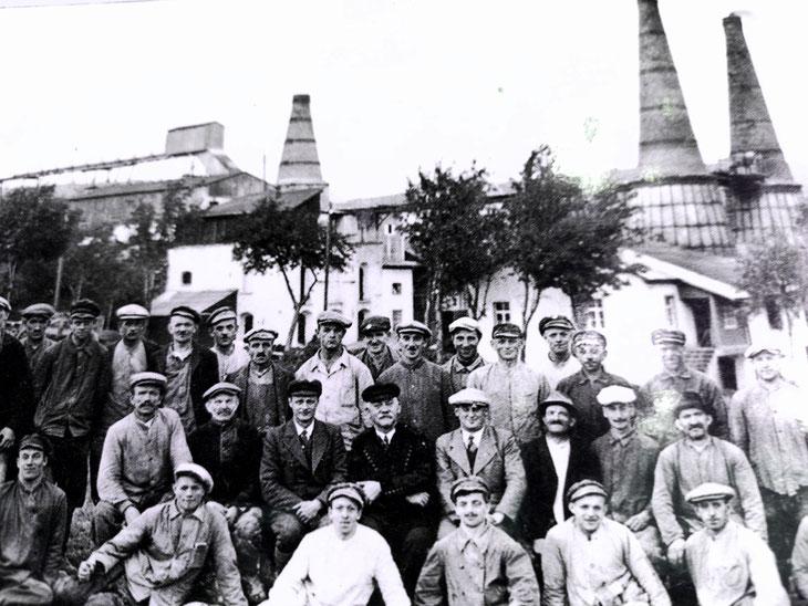 Belegschaft Kalkwerk 1 Unterwiesenthal, Anfang 20. Jahrhundert (Foto: Infotafel)