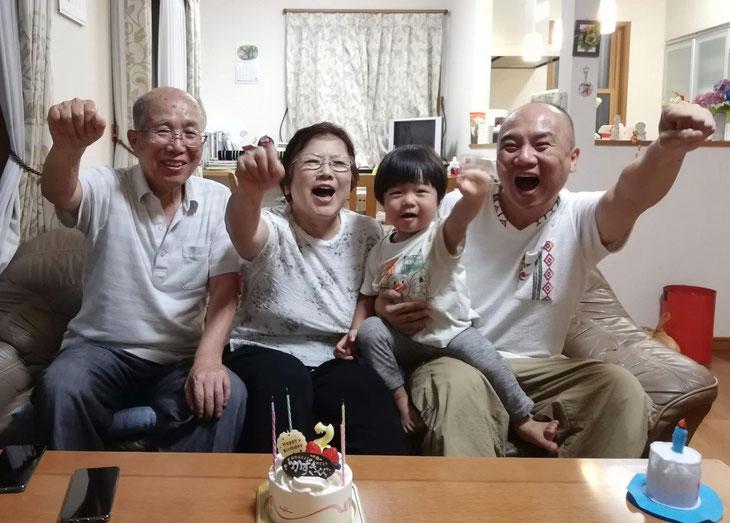 実家での息子2歳の誕生日。両親に笑顔が増えたのが本当に幸せです