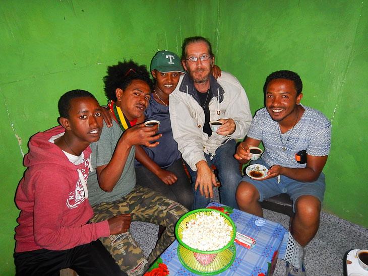 Cérémonie du café éthiopienne_Buna Bet, Ethiopia_Jebena Buna_Djebena ©Textes et Photos Pascal Mawuli Macé Ethiopie Voyage Ethiopie  Commerce solidaire Mawuli-Ethiopie